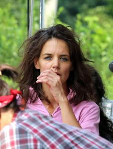 "Katie Holmes irriconoscibile sul set del film ""All We had"""
