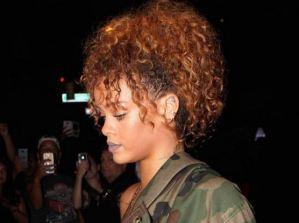 Rihanna gira con la giacca militare per New York FOTO