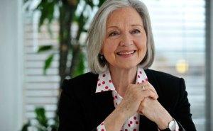 Anna Ford, splendida a 71 anni: foto infiamma tabloid inglesi