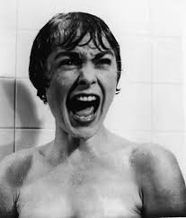 Jamie Lee Curtis nella doccia come mamma Janet in Psycho FOTO3