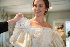 Si sposa con abito vecchio 120 anni tramandato da generazioni8