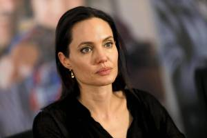 Angelina Jolie, il padre Jon Voight commenta divorzio da Brad Pitt