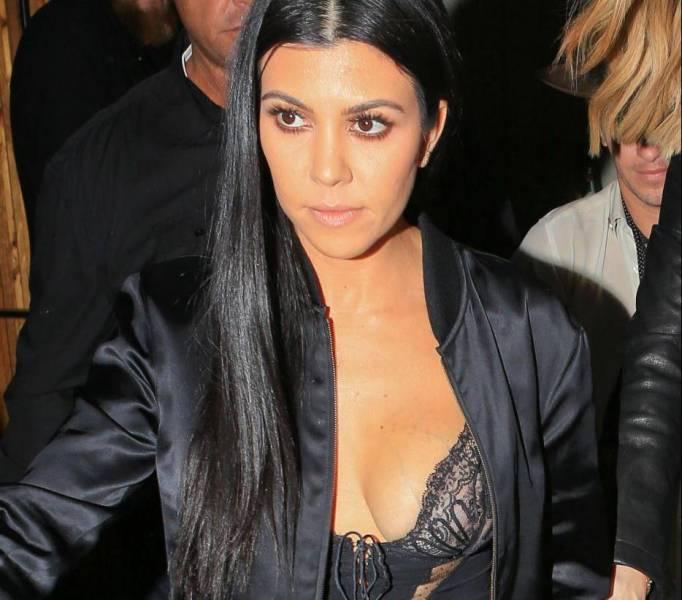Kourtney Kardashian, top trasparente e... si vede tutto! FOTO