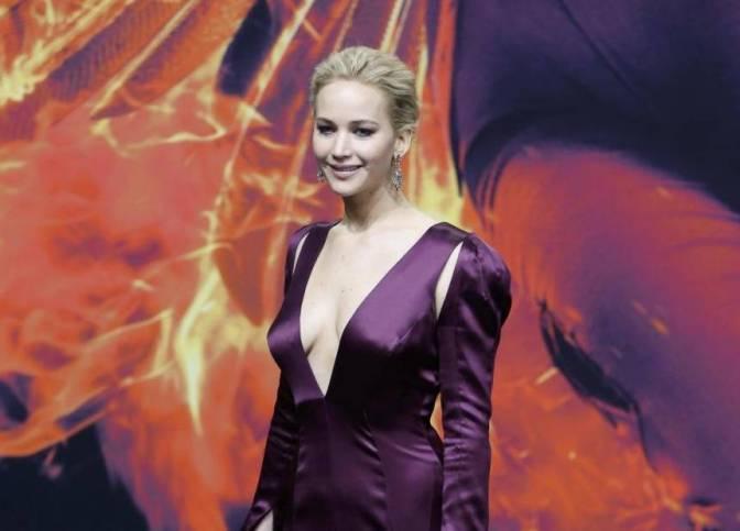 Jennifer Lawrence, scollatura estrema in Christian Dior FOTO 10