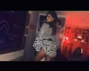 Belen Rodriguez, lato b da urlo mentre balla il twerking FOTO