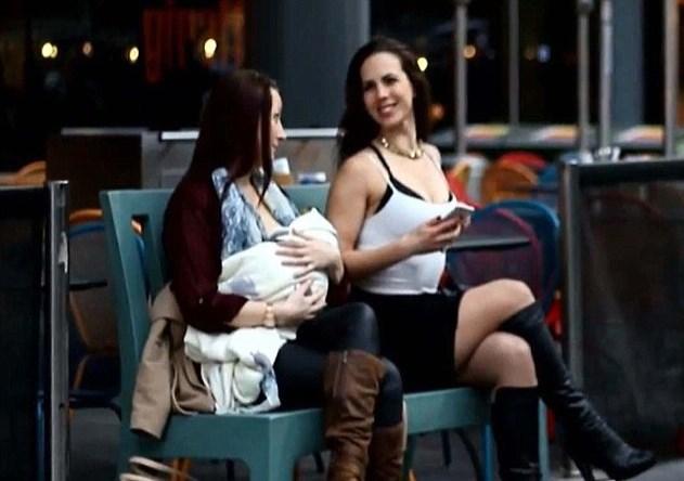 Londra allattano in strada scollate5