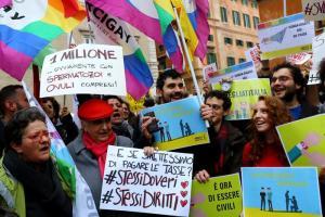 """Arcigay Napoli: """"Soddisfatti per trascrizione adozione a coppia donne"""""""