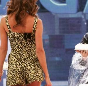 Belen Rodriguez: tutina cortissima leopard divide i fan FOTO