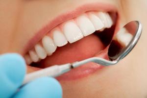 Demenza, lavarsi denti e avere gengive sane abbassa il rischio