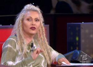 """Anna Oxa contro Virginia Raffele: """"Mi dissocio da sua comicità"""""""