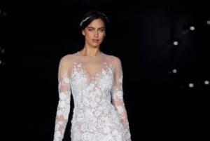 Irina Shayk incinta? Sotto l'abito da sposa si vede...FOTO/VIDEO