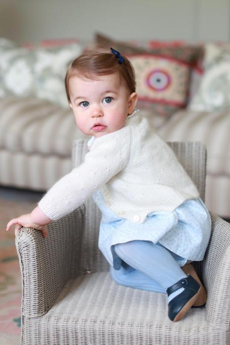 Kate Middleton fotografa Charlotte: la principessina ha 1 anno
