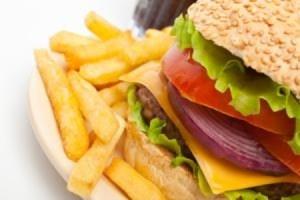 Tumori, un caso su tre causato da alimentazione sbagliata
