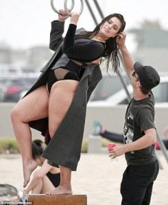 Ashley Graham, modella curvy ostenta le sue forme con orgoglio 5