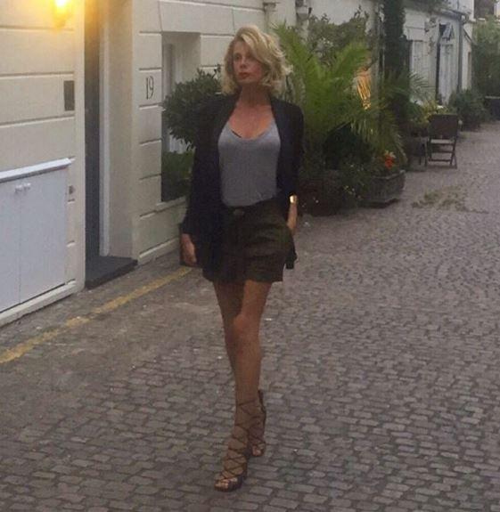 Alessia Marcuzzi, FOTO ritoccata su Instagram? Gamba scheletrica