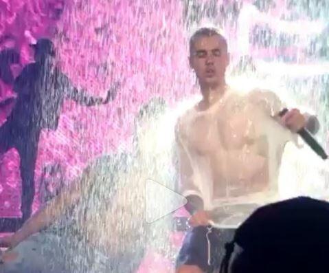 Justin Bieber mostra addominali scolpiti e si tocca...VIDEO