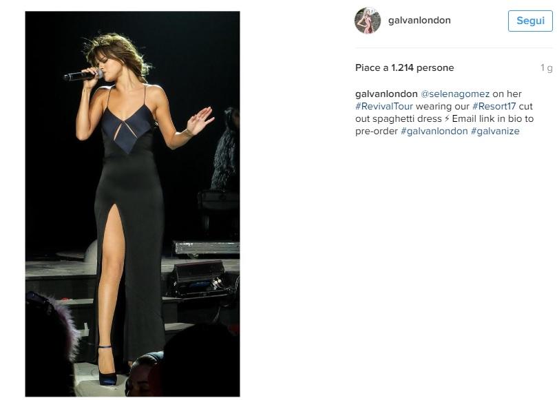 Selena Gomez, abito con spacco firmato Galvan London FOTO