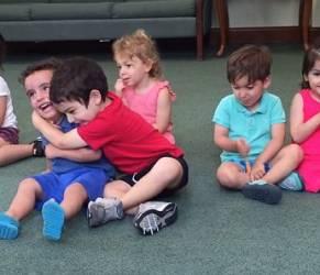 Risata bimbo tre anni all'asilo contagia tutti 3