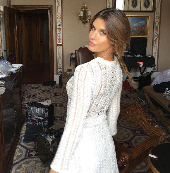 Elisabetta Canalis, mini abito bianco: look impeccabile FOTO