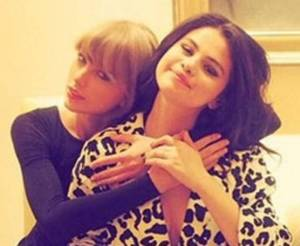 Selena Gomez, il gesto di Taylor Swift commuove i fan FOTO