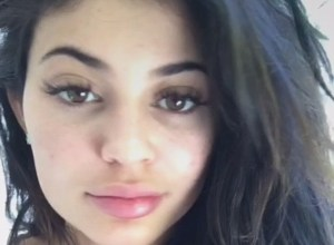 Kylie Jenner, selfie senza trucco su Snapchat4