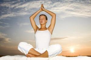 Mal di schiena? Emicrania? Curarli naturalmente con yoga, tai chi...