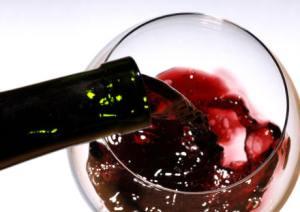 Fumo, un bicchiere di vino rosso può proteggere la salute