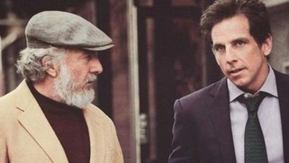 Dustin Hoffman, con Adam Sandler, en 'Los Meyerowitz'.