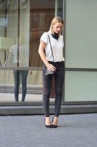 the-sense-biker-jeans-lanvin-bandana-white-t-shirt-street-style-metallic-heels-2