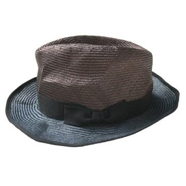 Para protegernos del sol optaría por un sombrero como el que nos propone Tomas Maier. © Tomas Maier