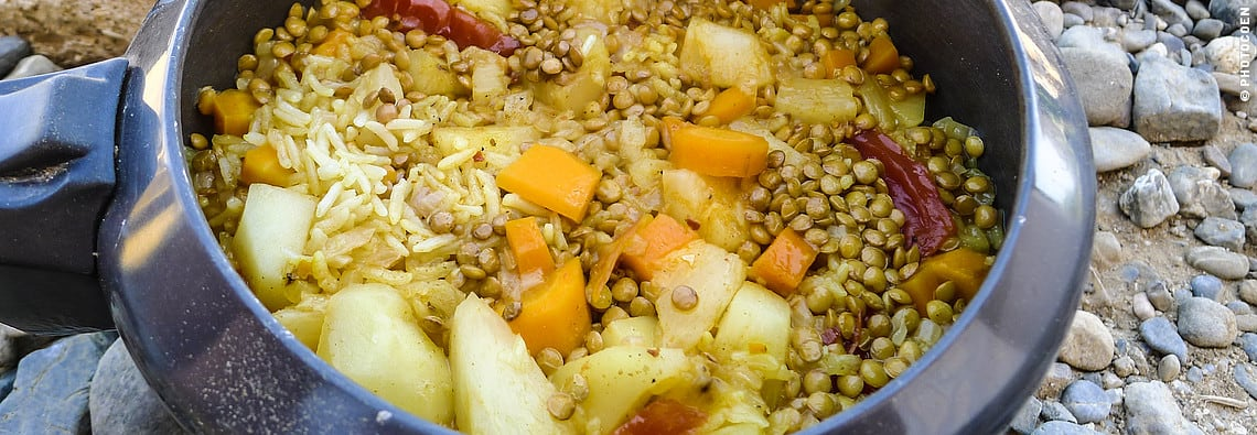 Rice with Vegetables in the Pressure Cooker (©photocoen)