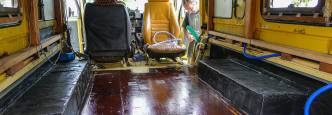 Remodeling the Land Cruiser in Suriname (©photocoen)