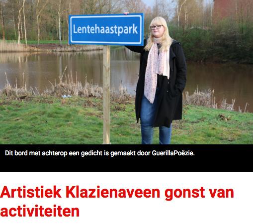 Jeugd schildert poezie in de vorm van plaatsnaamborden in Klazienaveen