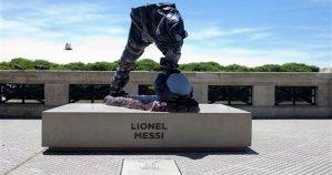 La estatua de Messi en Argentina es mutilada por supuestos vándalos