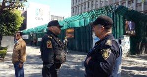 """Por """"jitomatazos"""" y """"pañalazos"""", el PRI acusa a Arne de promover violencia contra legisladores"""