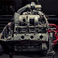 Einen Porsche-Motor auseinander nehmen