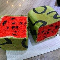 Eckiges Wassermelonen-Brot