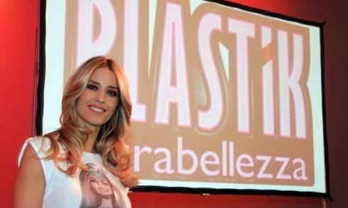 Foto di Elena Santarelli conduttrice di Plastik Ultrabellezza