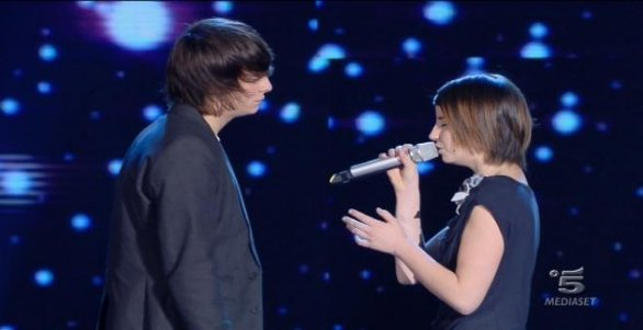 Foto di Arianna Cleri mentre duetta con Alessandro Casillo