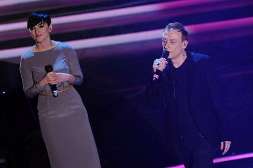 Arisa e Mauro Giovanardi sul palco dell'Ariston