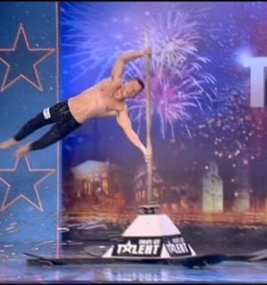 Stefano Scarpa acrobata Italia's got talent 2012