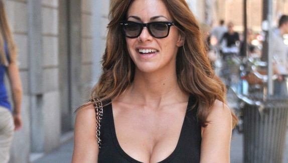 Foto di Melita Toniolo con occhiali da sole