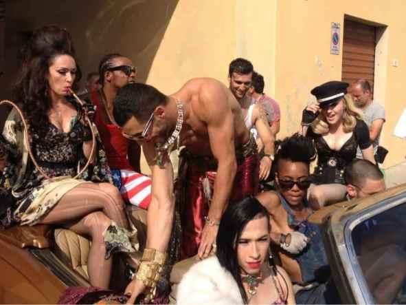 Madonna-sul-set-di-Turn-up-the-radio