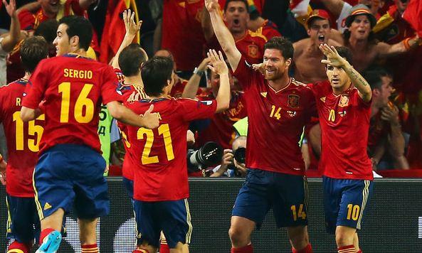 Foto giocatori Spagna che esultano
