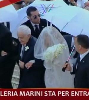foto di valeria marini sposa a domenica in