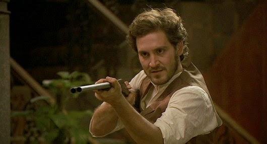 Tristan-punta-un-fucile-contro-olmo