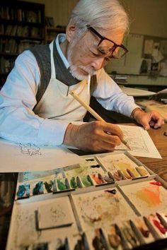 Hayao Miyazaki trabajando.