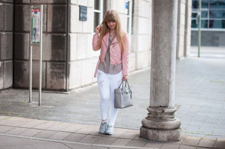 pink-leather-jacket-fashion-blogger-outfit-germany-deutschland-duisburg-zara-how-to-wear-classy-chic-michael-kors-white-skinny-jeans (34)-Bearbeitet