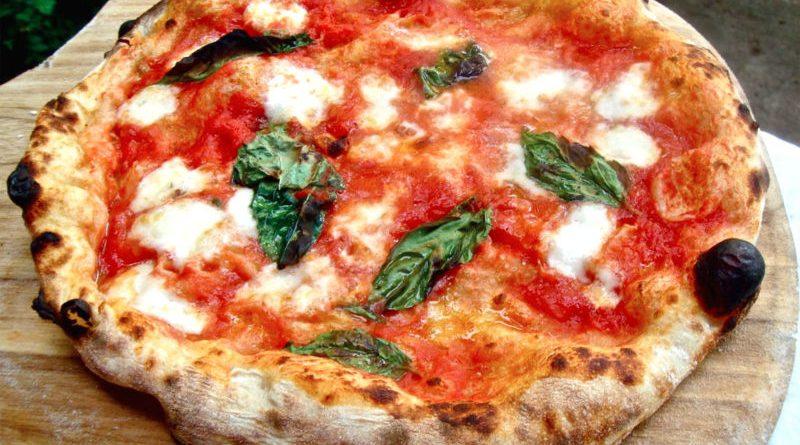 """Pizzeria partenopea chiede un milione a Google: """"Risultavamo chiusi"""""""