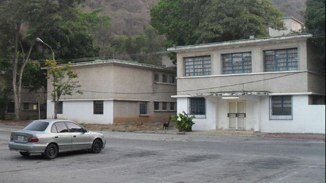 La remodelación de la fachada de la maternidad Herrera Vegas nunca se concluyó. Empezó hace más de 6 años, con las refacciones de los otros dos centros. Manuel Alegría